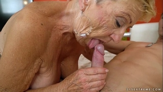 Old granny bonks the youthful mechanic - lusty grandmas