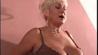 Mature woman from milfaholico .com wants youthful dick