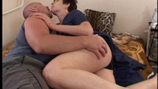 Hot mommy serving juucy vagina for breakfast