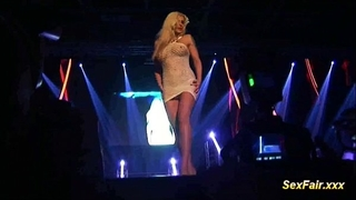 Blonde receives sextoy in live show
