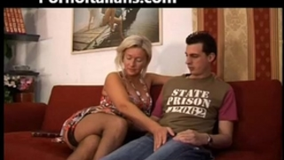 Italian whore copulates mommy with son - mom italiana troia scopa con figlio italia