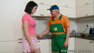 Dasha is expecting on her kitchen for anal sex