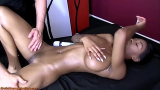 Sexy exotic woman receives erotic massage and pleased ending