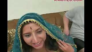 Indian whore sucks 2 weenies
