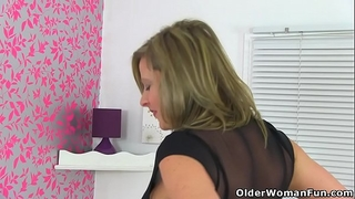 English milf silky hips lou takes care of her sexy snatch