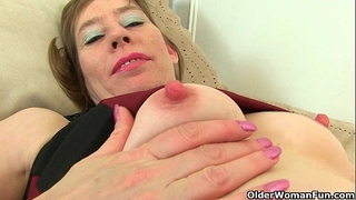 British milf hot p peels off her tights