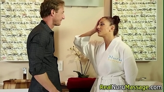 Wam masseuse sucks off